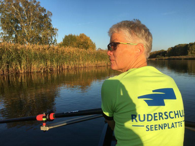 Barbara geniesst den Oktober '18 auf dem Wasser