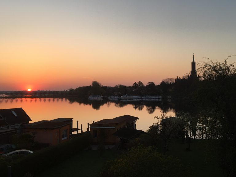 Kloster und Malchower See am frühen Morgen